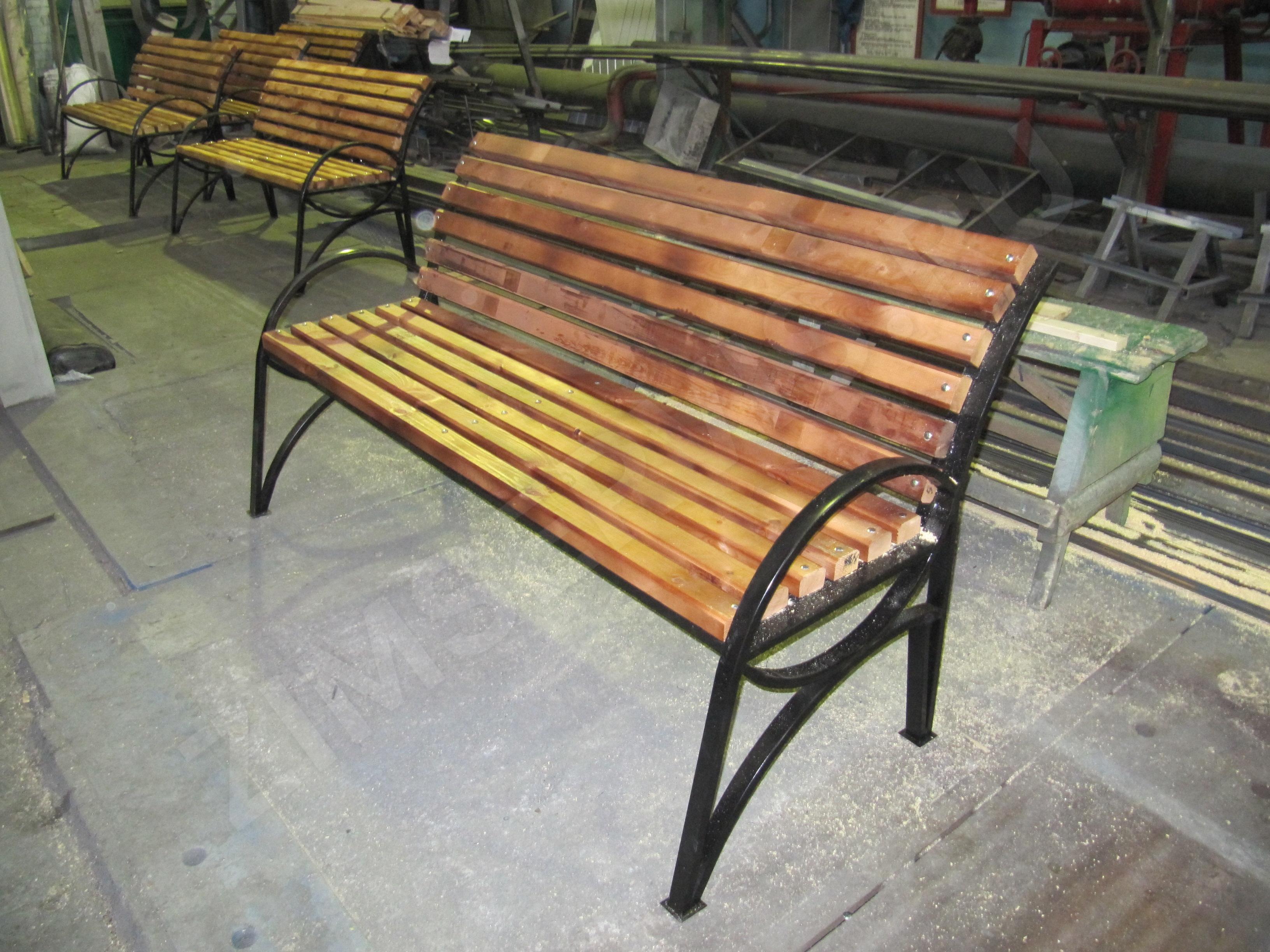 Скамейка своими руками с металлическим основанием фото 45